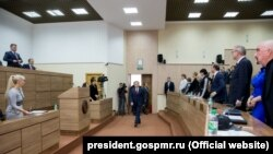 Evgheni Șevciuk, în Sovietul suprem de la Tiraspol, octombrie 2016