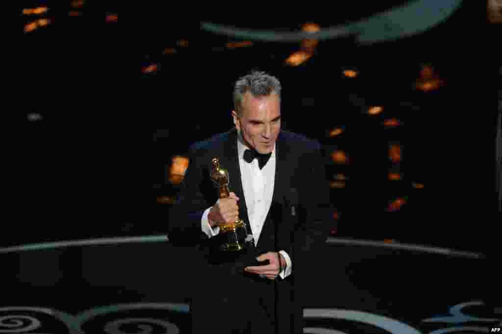 Amerika Kino Akademiyasının 85-ci Oscar Mükafatı sahiblərinə verilib. MərasimdəLincoln filmində oynadığı ən yaxşı kişi aktyoruna görə Oscar almış Daniel Day-Lewis
