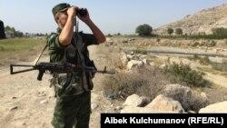 Пограничник в Баткенской области. Иллюстративное фото