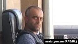 Член группы «Сасна црер» Армен Ламбарян на территории полка ППС полиции Еревана, июль 2016 г.
