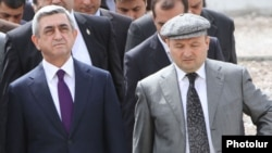 Armenia - President Serzh Sarkisian (L) and Gyumri Mayor Vartan Ghukasian visit a construction site in Gyumri, 7Apr2012.