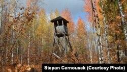 Залишки спостережної вежі одного з таборів ГУЛАГу. Фото з експедиції Штєпана Черноушека