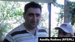 Azerbaýjanly ofiser Ramil Safarow Wengriýadan Bakuwa gelen pursady žurnalister bilen gürleşýär. Baku, 31-nji awgust, 2012.