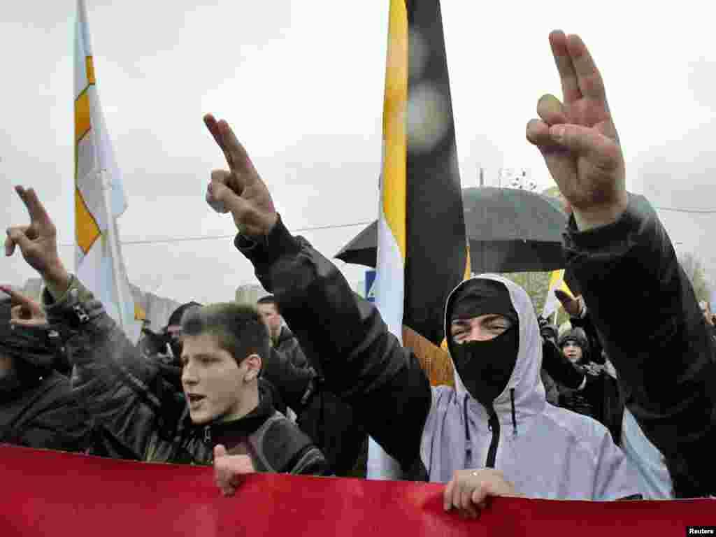 Масові заходи відбуваються сьогодні в багатьох російських містах. Серед них – як акції націоналістів, так і виступи антифашистів