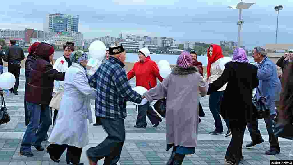 Камал театры каршында яңа сезон ачу тантанасы