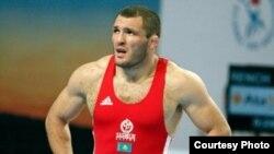 Казахстанский борец Таймураз Тигиев, выигравший серебряную медаль на Олимпиаде в Пекине.