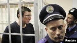 Юрій Луценко в залі суду, 27 лютого 2012 року