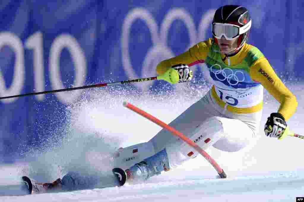 Німецька спортсменка Марія Ріш долає чергову перешкоду під час слалому на змаганнях у 2010 році. Приватна німецька фундація Deutsche Sporthilfe пропонує німецьким спортсменам винагороду від 2 тисяч доларів за восьме місце на фініші до 20 тисяч доларів за золоту медаль