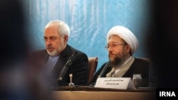 محمدجواد ظریف در کنار صادق آملی لاریجانی