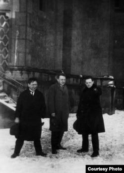 П.Богатырев, Р.Якобсон, Ю.Тынянов, Прага, 1928