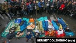 Ուկրաինա - Սպանված ցուցարարների դիակները Մայդանում, Կիև, 20-ը փետրվարի, 2014թ․
