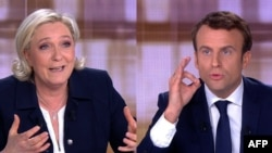Марин Ле Пен и Эммануэль Макрон (комбинированное фото) на теледебатах 3 мая 2017 года
