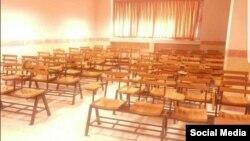 این عکس را یک استاد دانشگاه اصفهان از غیبت دانشجویان در کلاس به دلیل ویروس کرونا منتشر کرده است.