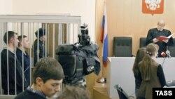 """Один из судов над членами группировки """"Ураламаш"""" в 2004 году"""