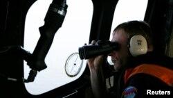 عضوی از تیم جستجوی هواپیمای سقوطکرده ایر-آسیا