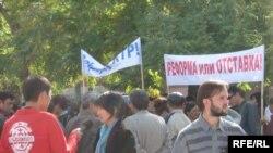 Предстоящий 2 ноября митинг - третья по счету акция протеста оппозиции. Первые две прошли весной этого года