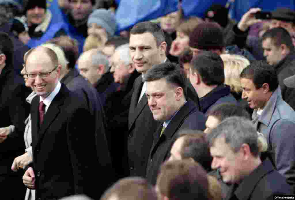 Ukrainian opposition leaders Arseniy Yatsenyuk (left), Vitaliy Klitschko (center), and Oleg Tyagnibok