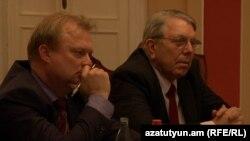 ԵԽԽՎ մոնիտորինգի հանձնաժողովի համազեկուցողներ Ալան Միլին (ա) և Ջուզեպպե Գալատին Երևանում: 11-ը մայիսի, 2016 թ․