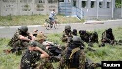 Проросійські бойовики у передмісті Донецька