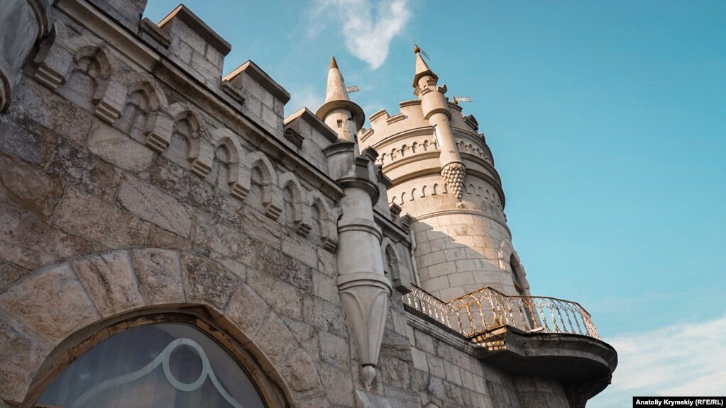 Западная сторона дворца