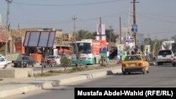 ملصقات إعلانية لمرشحين في شارع بكربلاء