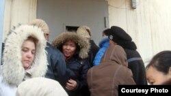 Жители Жанаозена в очереди за хлебом, 19 декабря 2011 года.