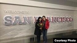 Әйгерім Сәулетқанқызы анасымен бірге АҚШ-тың Сан-Франциско қаласында