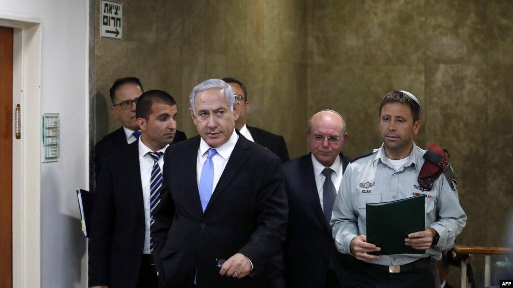 بنیامین نتانیاهو، نخستوزیر اسرائیل، در راه نشست هفتگی کابینه خود در اورشلیم.