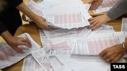 Ռուսաստան - ՏԻՄ ընտրություններում տրված քվեների հաշվարկը Եկատերինբուրգի ընտրատեղամասերից մեկում, 10-ը սեպտեմբերի, 2017թ․