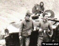 Cовет армиясы қатарында Ауғанстандағы соғысқа қатысқан қазақстандықтар. Сурет «Партизандар» деректі фильмінен алынды.