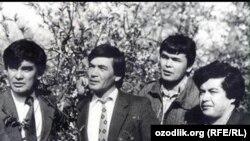 Известные узбекские поэты ()слева направо) Усман Азим, Шавкат Рахмон, Мухаммад Салих и Хуршид Даврон.