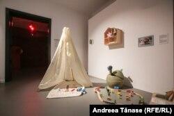 """""""Locul de joacă"""" - Oamenii și-au recreat spațiile din locuințe pentru a putea continua activitățile obișnuite."""