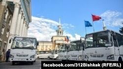 Өзбекстандын Самарканд шаарында чыгарылган ISUZU автобусу. Бишкек. 22-июнь, 2021-ж.