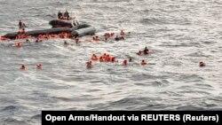 Архивска фотографија, спасување на мигранти во близина на Италија.