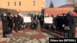 Женщины на акции против законопроекта о противодействии семейно-бытовому насилию. Туркестан, 19 января 2021 года.