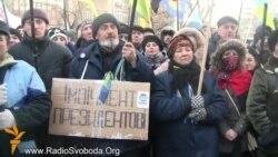 Активісти Майдану під стінами МВС вимагають відставки Захарченка