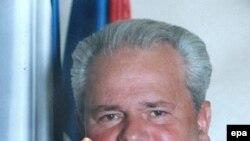 Родственники Милошевича обвиняют сербские власти в препятствовании его захоронению в Белграде