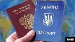 Российский и украинский паспорта.