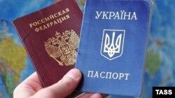 Український і російський паспорти