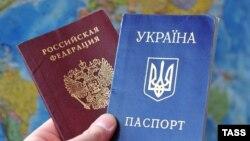 Паспорта граждан Российской Федерации и Украины.