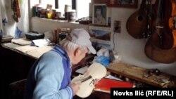 Omer za 200 radnih sati izradi otprilike jednu violinu