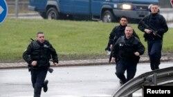 Француз полицейлері (Көрнекі сурет)