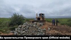"""Восстановление дороги после тайфуна """"Кроса"""""""