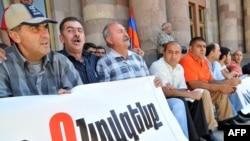 Ermənistan-Türkiyə yaxınlaşmasına etiraz edən Daşnaksütun partiyasının etiraz aksiyası, Yerevan, 15 sentyabr 2009