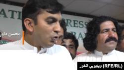 د پاکستان د پارلمان غړي او د پښتون ژغورنې غورځنګ فعالان علي وزیر او محسن داوړ.