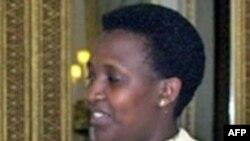 رزماری موسه مينالی، وزير تعاون روآندا گفت که کشورش با تصويب قانونی، مجازت اعدام را از فهرست مجازات های روآندا حذف کرده است و اين کشور می تواند به نمونه ای برای کشورهای ديگر بدل شود.