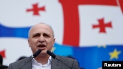 Վանո Մերաբիշվիլին ելույթ է ունենում Թբիլիսիում Միացյալ ազգային շարժման հանրահավաքի ժամանակ, 19-ը ապրիլի,2013թ.