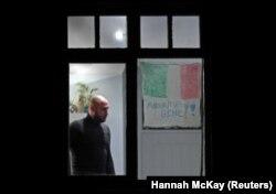 На вікні житлового будинку в Лондоні напис на підтримку Італії – «Все буде добре», 17 березня 2020 року