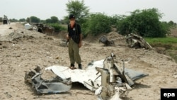 Insurgents frequently use roadside bombs in northwestern Pakistan. (file photo)