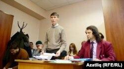 Павел Шмаков (справа) в суде.